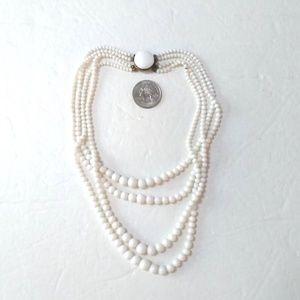 Vtg 4 strand white bead choker w/round clasp